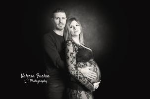Photo grossesse couple en noir et blanc