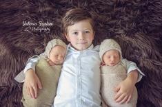 Photo de jumeaux et grand frere